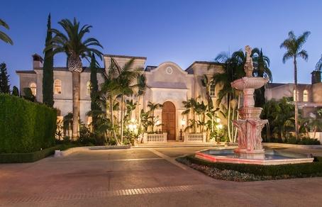 Имение Palazzo di Amore выставлено на продажу по рекордной цене 195 млн долларов.