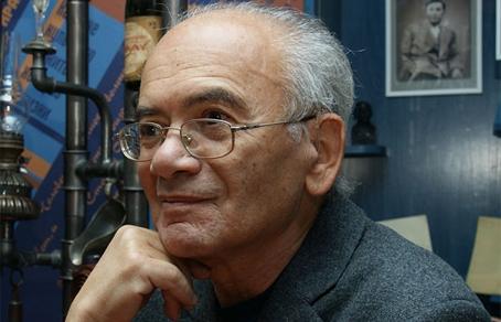 Кушнер Александр Семенович — поэт.