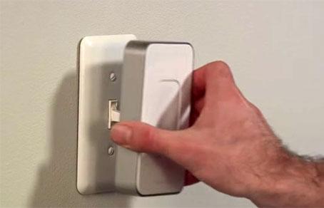 Магнитная насадка на выключатель позволит удаленно управлять освещением в доме