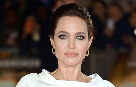 http://www.runyweb.com/images/articles/20224/454-292-15_Angelina_Jolie1.jpg