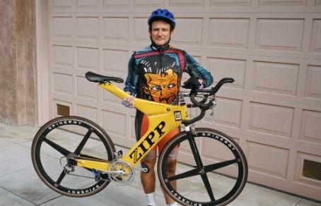 Картинки по запросу Робин Уильямс на велосипеде