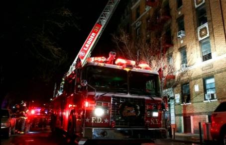 По меньшей мере 12 человек стали жертвами крупного пожара в нью-йоркском Бронксе