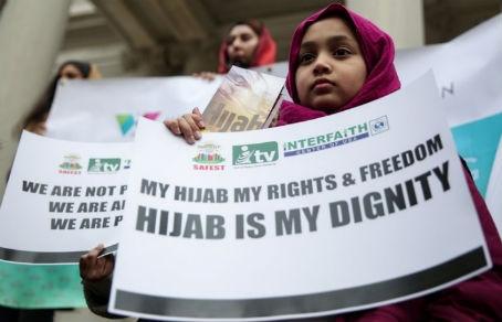 Власти Нью-Йорка выплатят трем мусульманкам по $60 тыс. компенсации за требование снять хиджаб