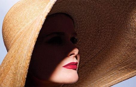 Шляпка - непременный и совершенно незаменимый предмет летнего гардероба.
