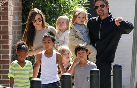 Джоли и брэд питт с детьми фото с