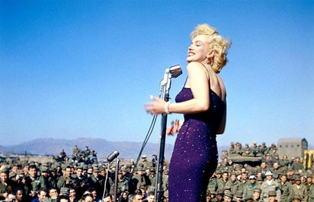 http://www.runyweb.com/images/articles/6381/454-292-Marilyn_Monroe_singing.jpg
