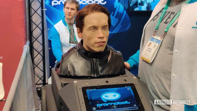 Российская компания Promobot выпускает робота с внешностью и голосом Арнольда Шварценеггера