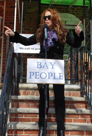 Памела Геллер на демонстрации Bay People против строительства мечети в районе Sheepshead Bay