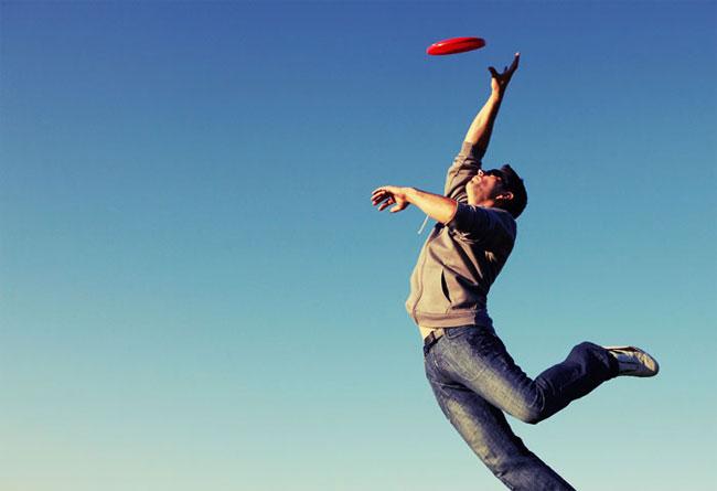 Фрисби — это спортивные игры с летающим диском родом из США.
