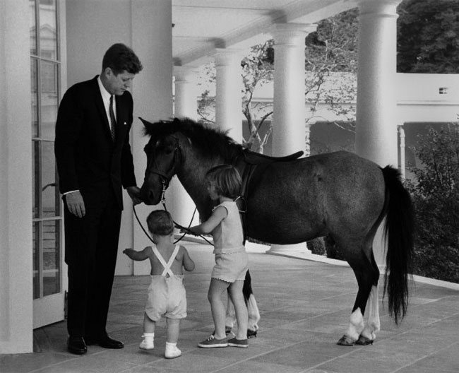 John_Kennedy_with_kids_(1).jpg