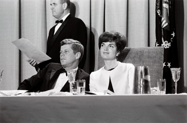 John_and_Jacqueline_Kennedy2.jpg