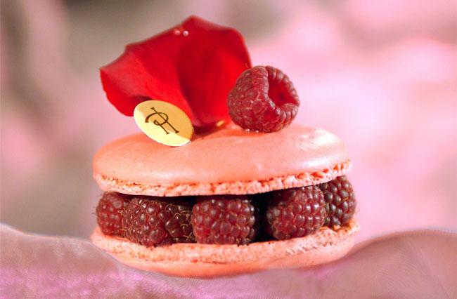 Миндальное «макарон» печенье от Pierre Hermes.