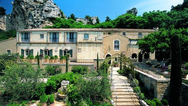 Отель Oustau de Baumaniere расположен в усадьбе XVII века в Ле Бо-де-Прованс.