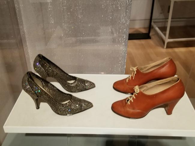 Дизайнер Стюарт Вейцман представил в Нью-Йорке выставку обуви из своей личной коллекции