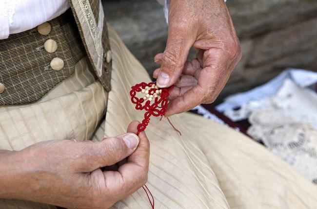 Фриволите - техника плетения ручного кружева.