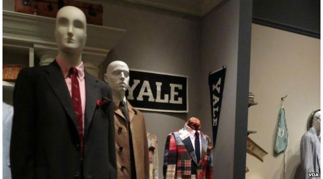На выставке «Стиль Плюща», посвященной твидовым пиджакам, в Музее Технологического института моды (FIT). Фото с сайта golos-ameriki.ru