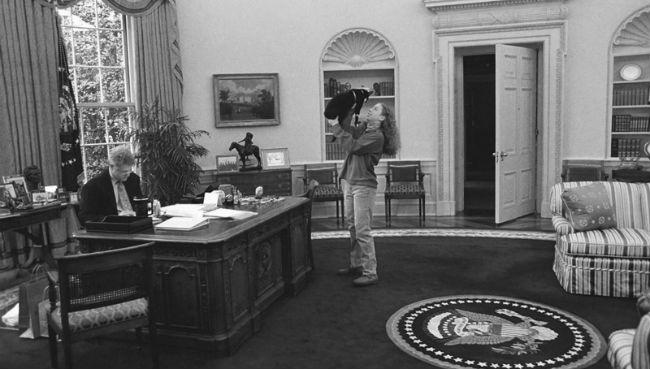 Огород и золотые шторы: как президенты США обживают Белый дом