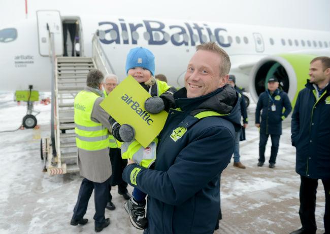 В рижский аэропорт прибыл первый в Европе авиалайнер Bombardier CS300.