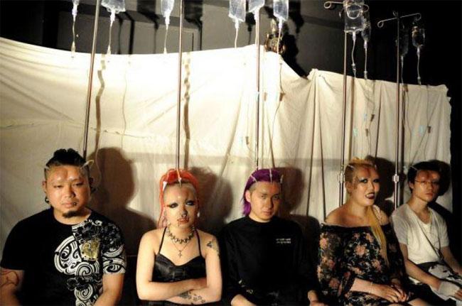 Забавы молодых: шишка-бублик на лбу – модный тренд среди японских подростков.