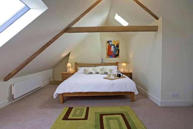 Спальня в мансарде.