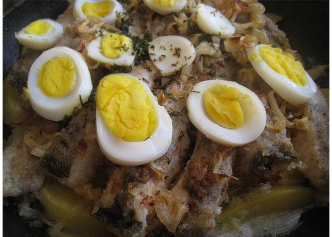 Новогодний стол 2013: блюдо из рыли и яиц