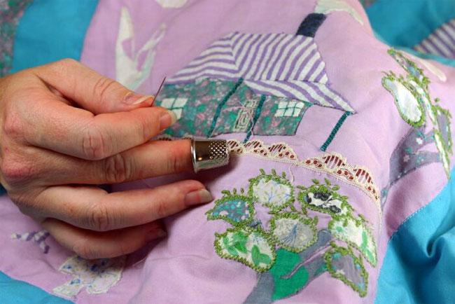Пэчворк - сшивание лоскутов различных по расцветке и фактуре тканей.